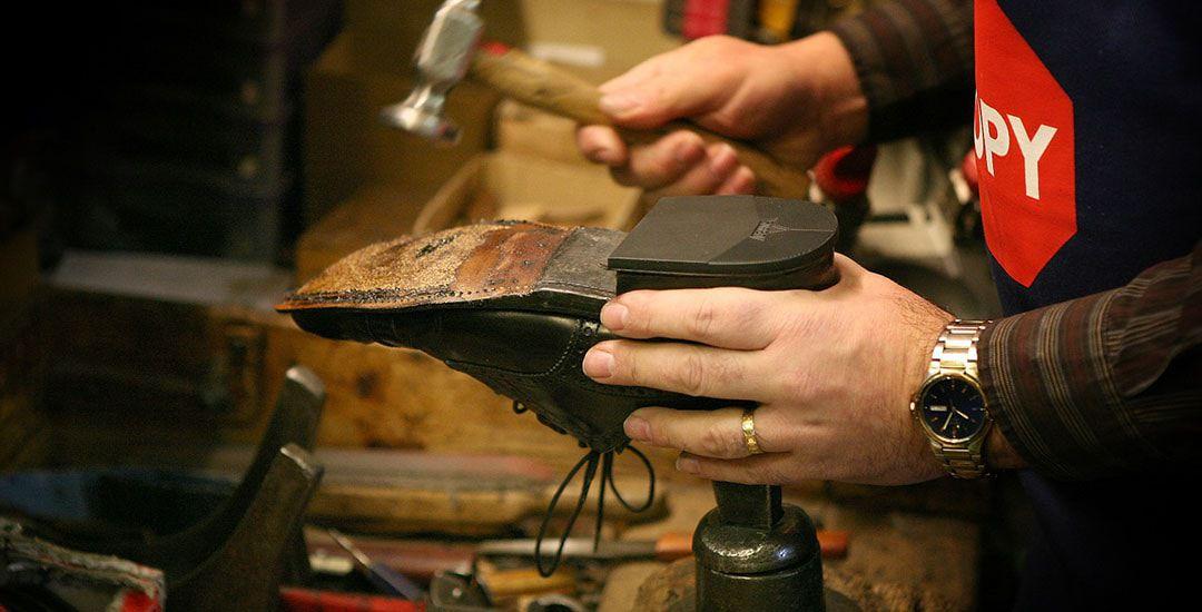 Покраска и ремонт обуви